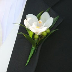For all your wedding flower needs, contact Kelowna florist Floral Designs by Lee.