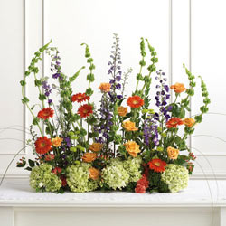 Floral Designs by Lee is a full service floral design company serving Kelowna, West Kelowna and Lake Country- call us for all your corporate flower needs